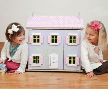 Dolls House Wooden Lavendar House for toddlers / kids by Le Toy Van